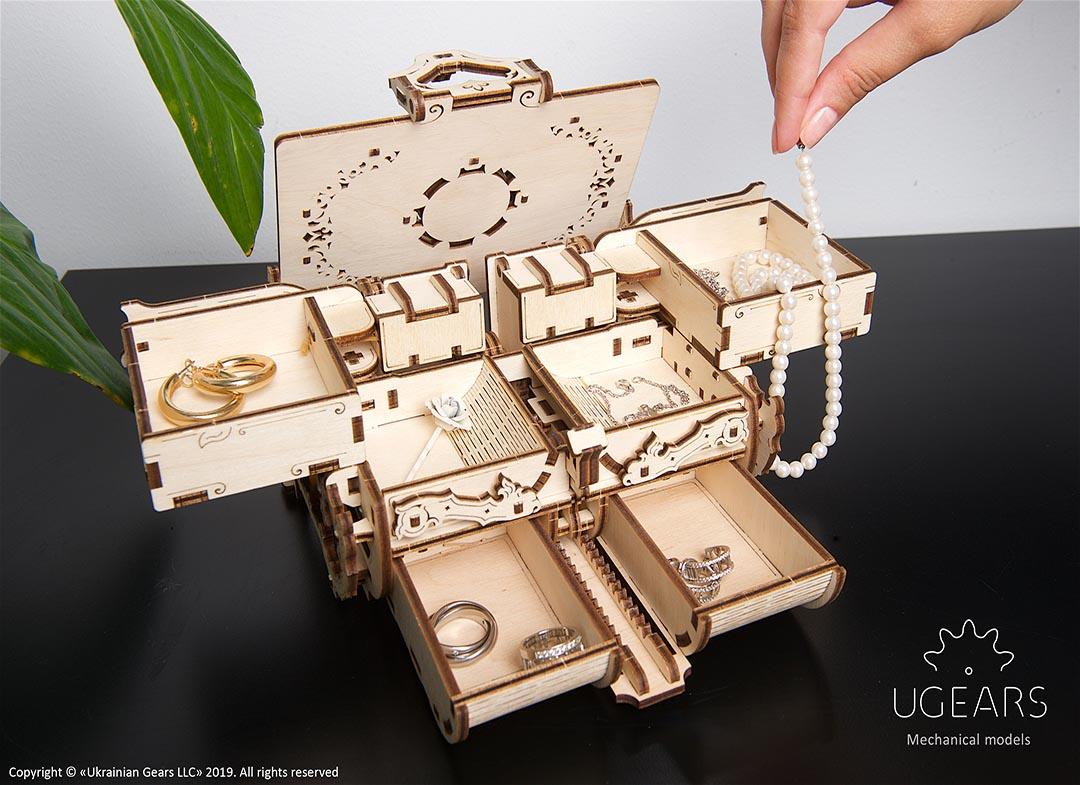 Puzzle 3D Cutie antica de bijuterii Ugears thumbnail